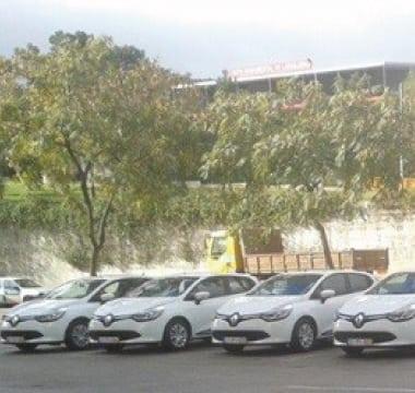 Novas viaturas Renault em Almada